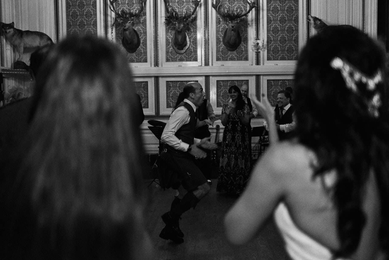 wedding scotland drumtochty castle 091